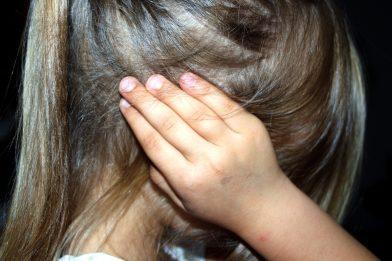 Tirar água dos ouvidos: Um jeito comum que pode machucar o cérebro