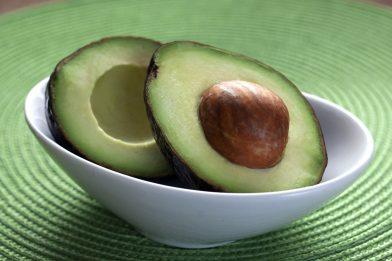 Abacate: 7 benefícios da fruta para a saúde